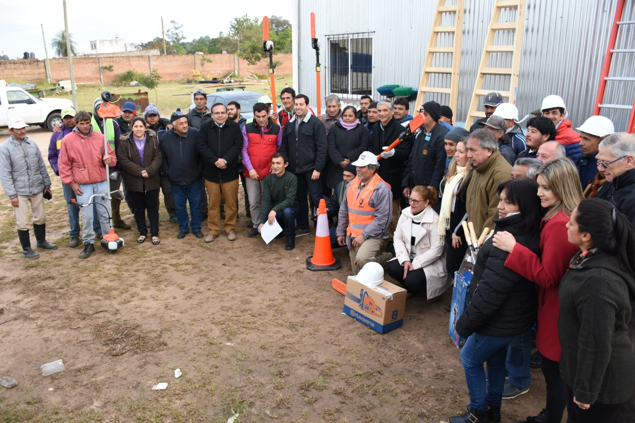 Entregaron herramientas y equipos de seguridad para mejorar el trabajo en espacios verdes