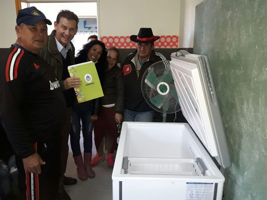 Entregan un freezer al Centro Comunitario del Bº Paloma de la Paz