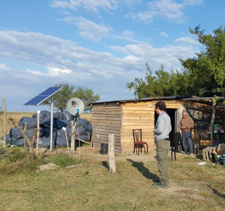 Avanza la instalación de paneles solares residenciales en zona rural de Esquina