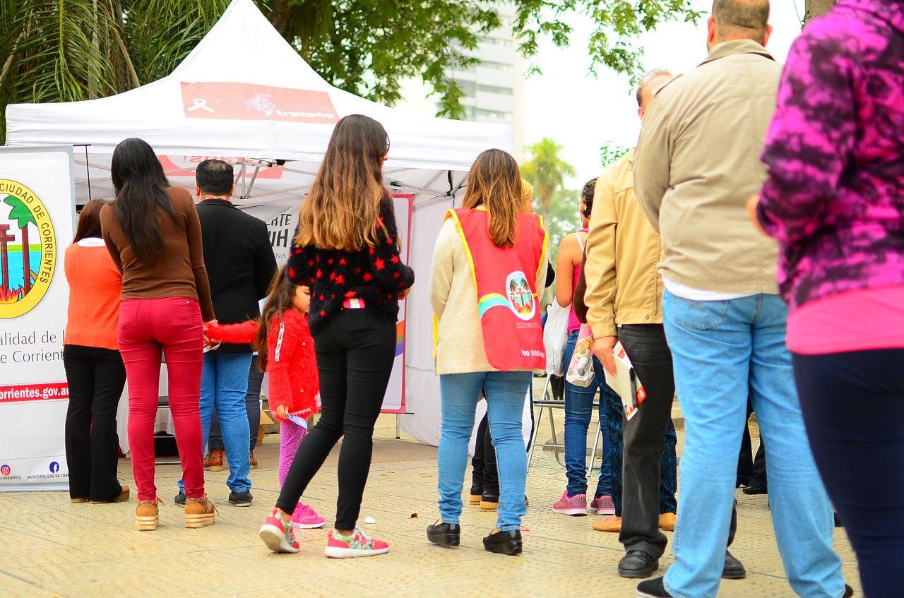 Exitosa jornada de testeos y consejería sobre el HIV en la plaza Cabral