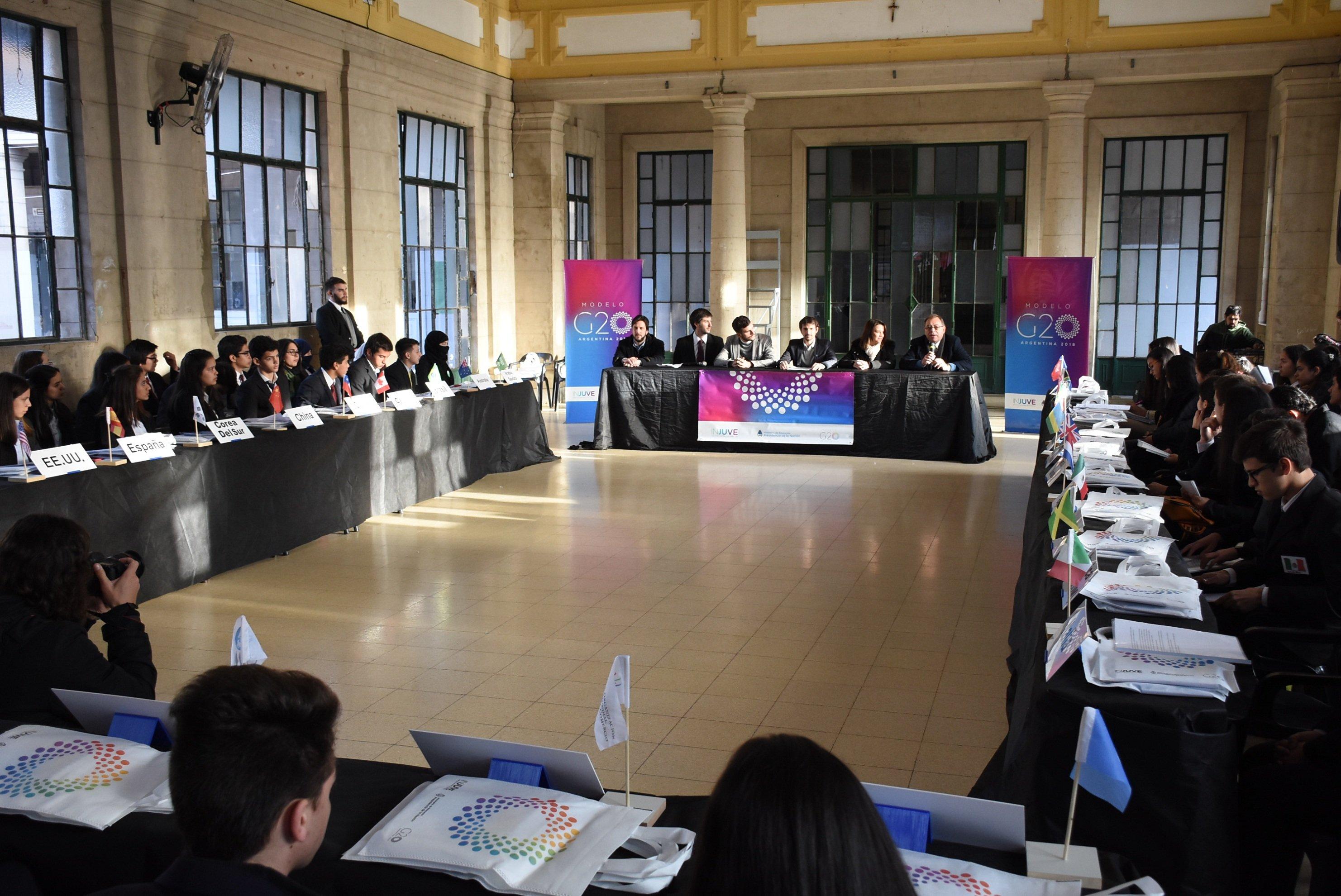 Tassano participó de la presentación del Modelo G-20 en el colegio Nacional