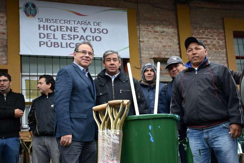 Tassano entregó 500 nuevos elementos de trabajo a Higiene Urbana