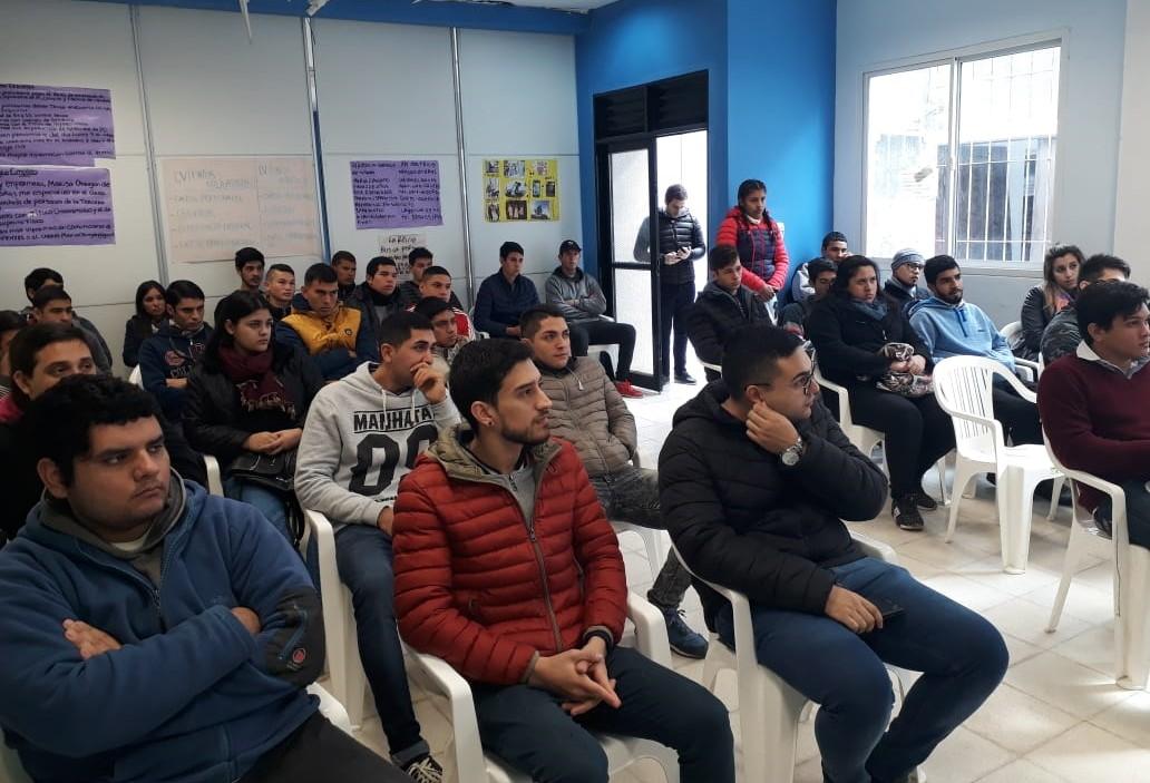 Jóvenes comenzarán prácticas laborales remuneradas en empresas de la ciudad
