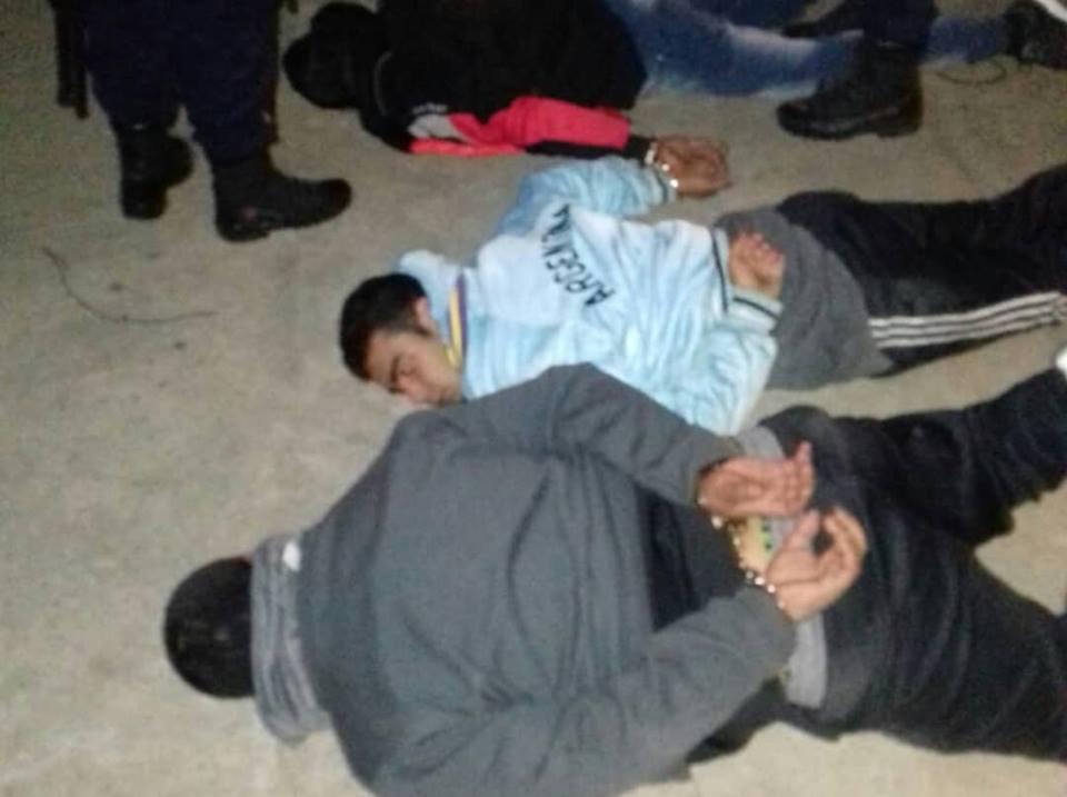 Detienen a varios sujetos luego de una persecución y tiroteo con la Policia