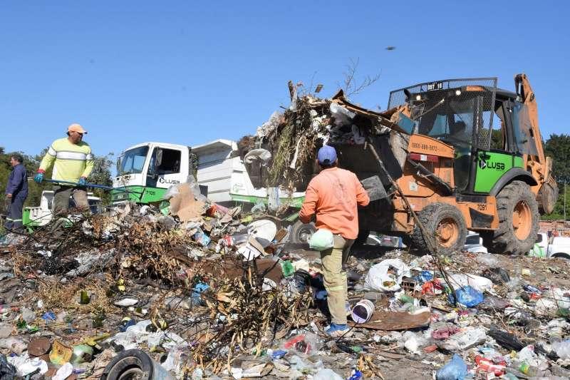 Gran operativo de descacharrado en barrios ribereños