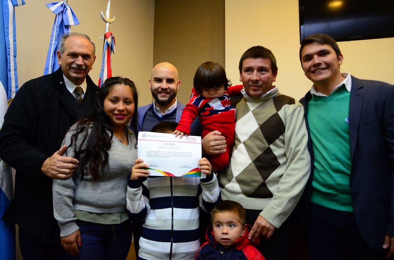 Diplomas y reconocimiento municipal a los egresados del primer curso de capacitación de Guardia Urbana