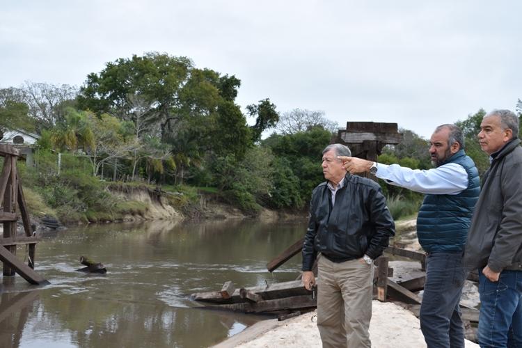 Desmantelan el puente sobre Riachuelito, en RP0, para construir otro nuevo