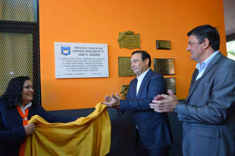 """En Ituzaingó, Valdés inauguró refacciones en la Escuela 71  y el Playón Deportivo del Colegio Secundario """"J. R. Alberdi"""""""