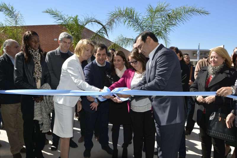 Valdés inauguró un espacio para que los docentes continúen innovando el uso de las nuevas tecnologías