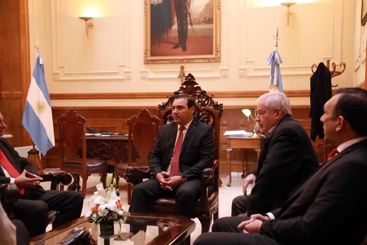 Valdés recibió a autoridades del SENAVE  del Paraguay