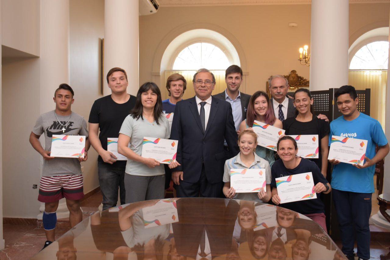 Antorcha olímpica en Corrientes: Tassano entregó certificados a los relevistas
