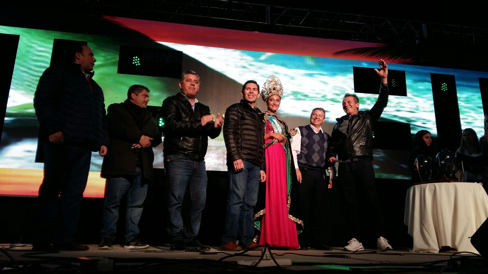 Valdés acompañó a los pescadores en la cena show de la Fiesta Nacional del Dorado