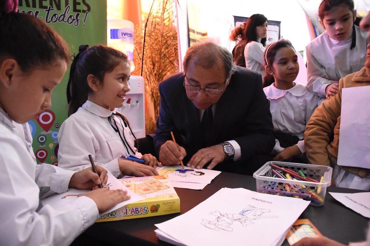 Tassano inauguró la tercera Feria del Libro Itinerante en Laguna Seca
