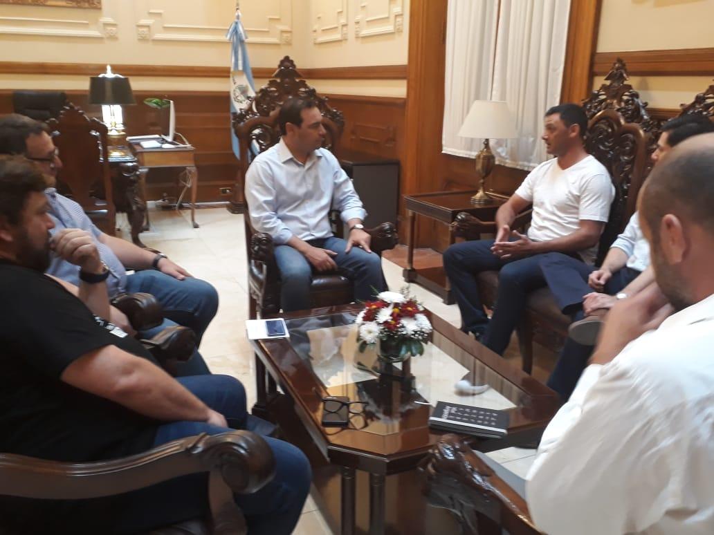 """El gobernador Valdés recibió al ex Puma Federico """"Ninja"""" Todeschini"""