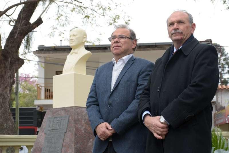 Tassano homenajeó al exgobernador Piragine Niveyro