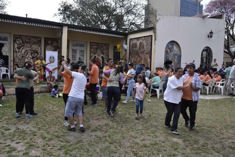 Se vivió una colorida fiesta para recibir la primavera en el Cambá Cuá
