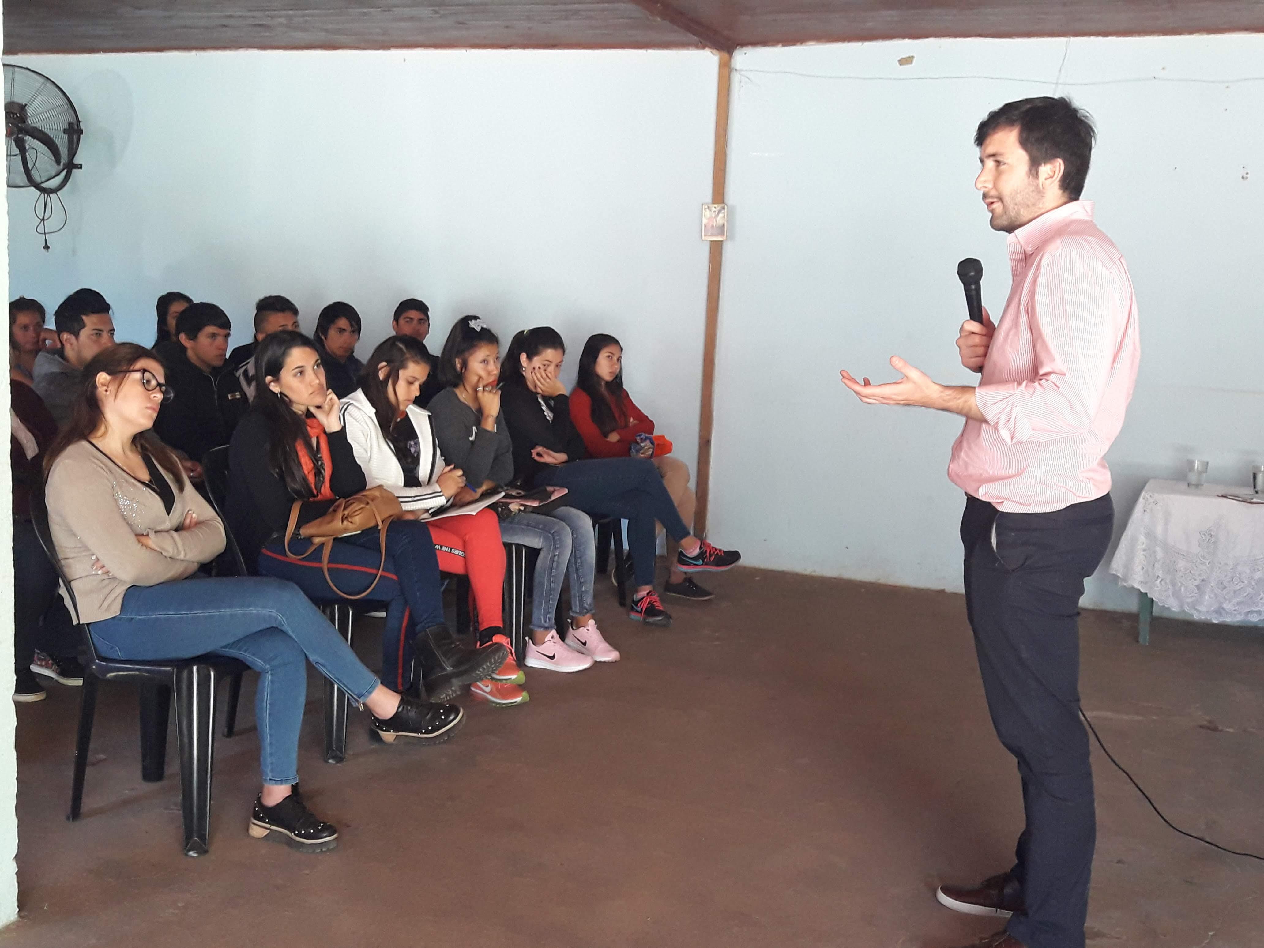 Gran convocatoria en los cursos laborales para jóvenes en Laguna Brava