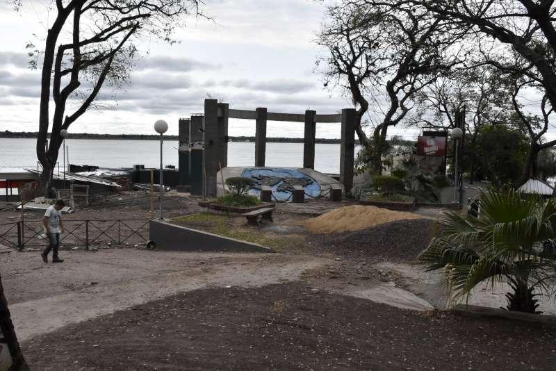 La Municipalidad controla la demolición de obras irregulares en la Costanera