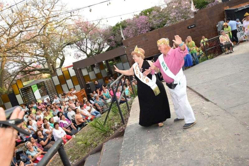 Los abuelos recibieron la primavera con una fiesta de alegría y color