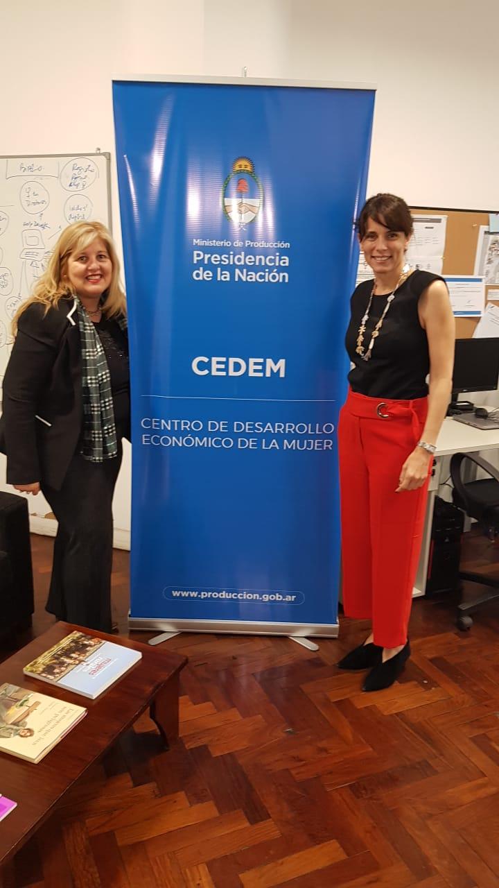 Gestionan programas para la inserción laboral de mujeres en el ámbito económico