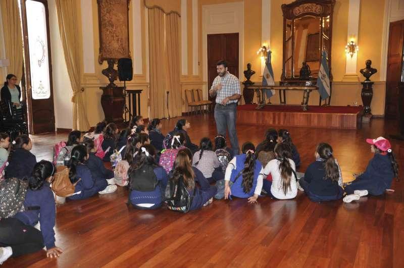 Alumnos de Bella Vista visitaron Casa de Gobierno