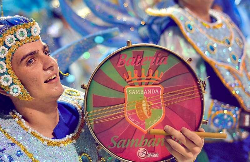 Desfile de carnaval para festejar la primavera