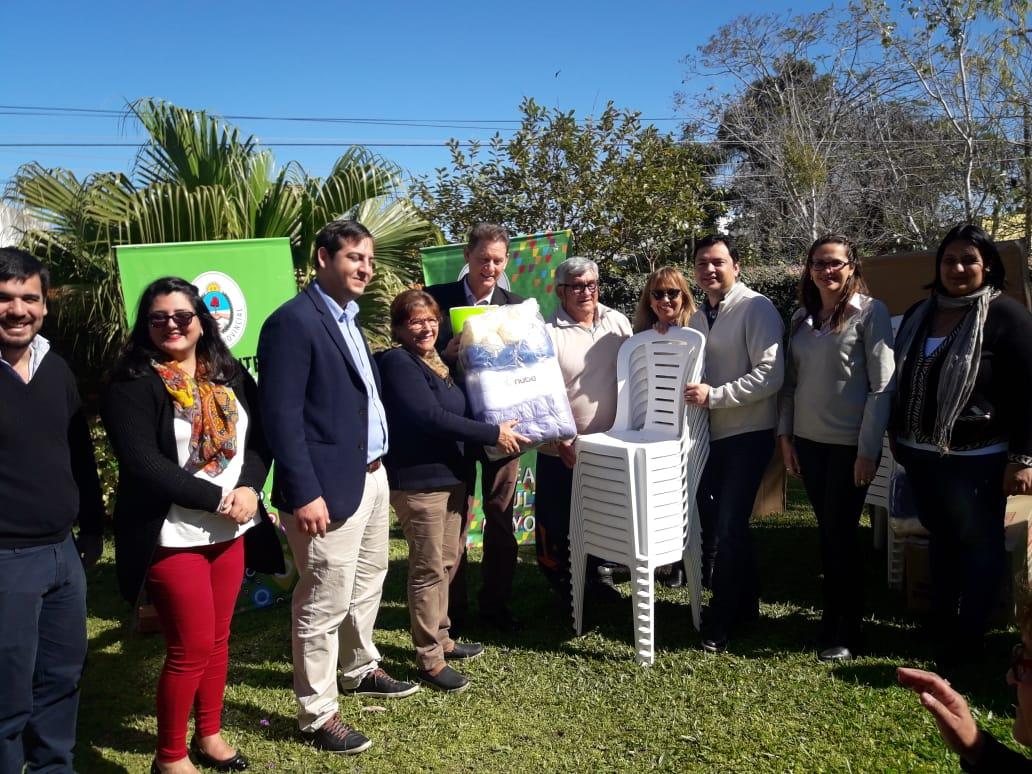 Desarrollo Social entregó mesas y sillas a Clubes de Abuelos