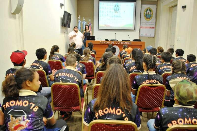 Alumnos de Itatí visitaron la Municipalidad