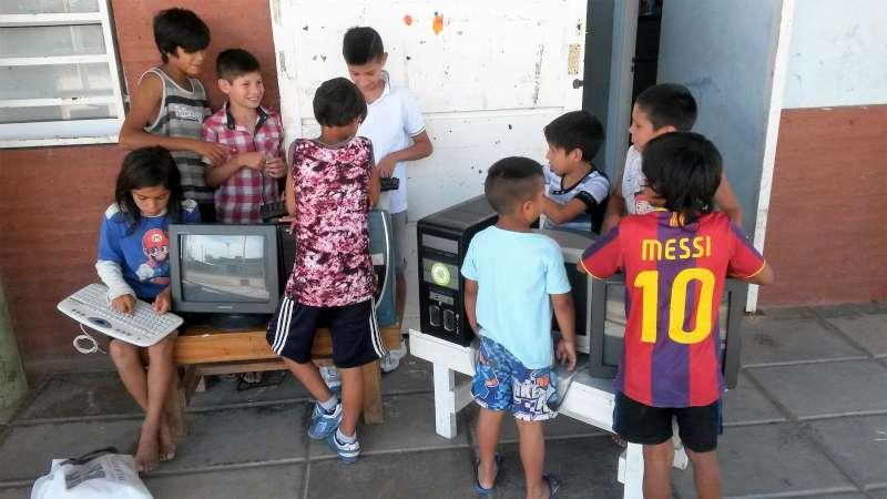 En la UNNE se reciclan y donan equipos informáticos a escuelas y ONG