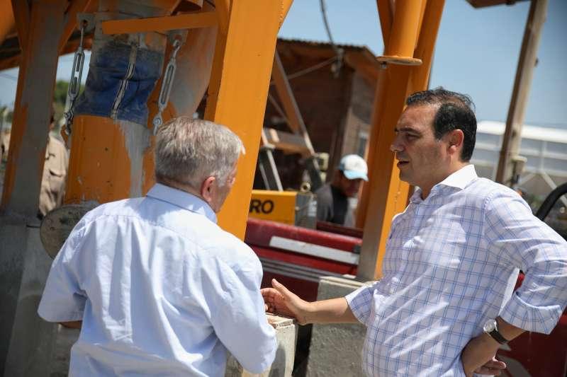 Valdés recorrió Planta de Hormigonado para construir más pavimento en Capital