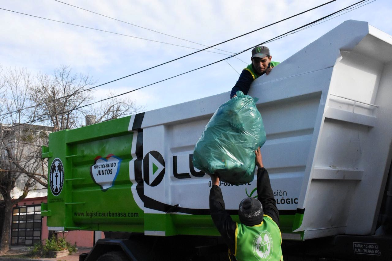 Reciclando Juntos: timbreo ambiental en el Juan de Vera