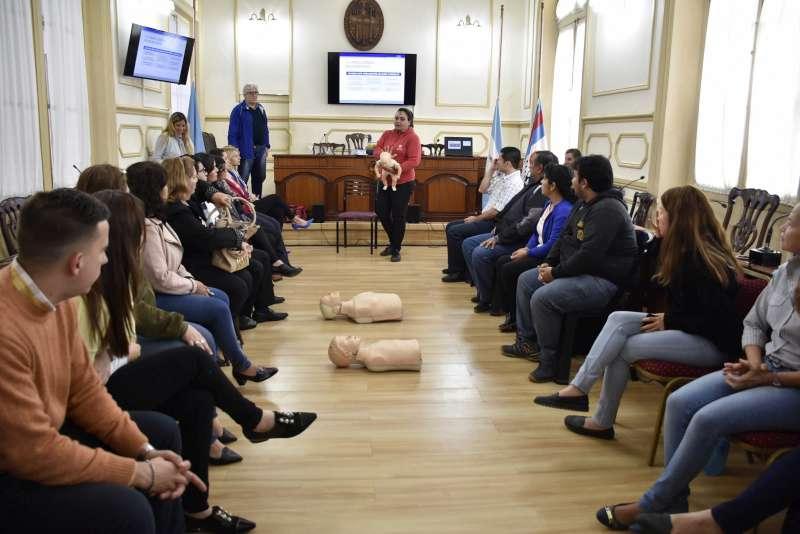Continúan las capacitaciones en reanimación cardiopulmonar a trabajadores municipales