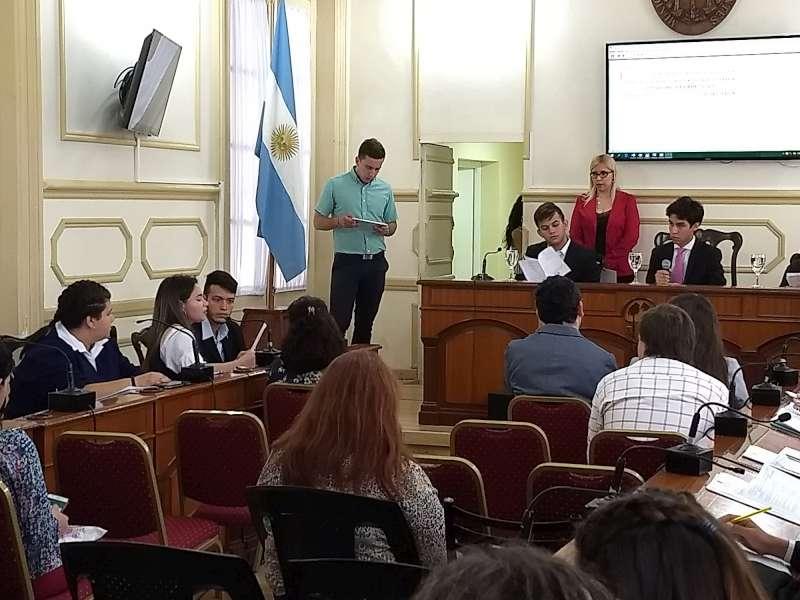 Concejales estudiantiles debatieron sus proyectos en el recinto