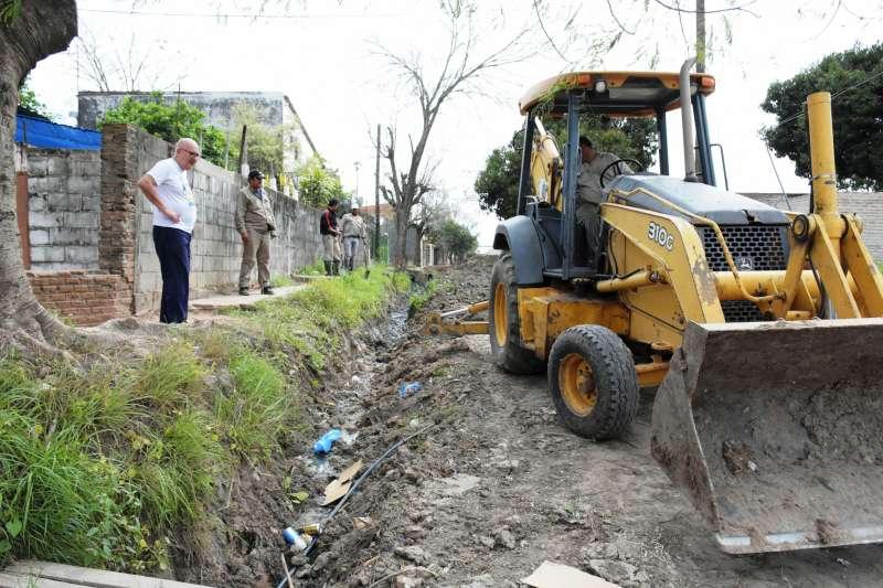 Zanjeo, limpieza y cambio de tubos en el barrio Jardín