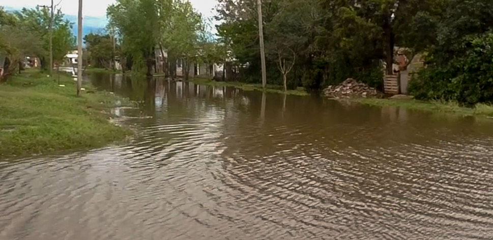 La Provincia continúa asistiendo a las comunidades afectadas por el temporal