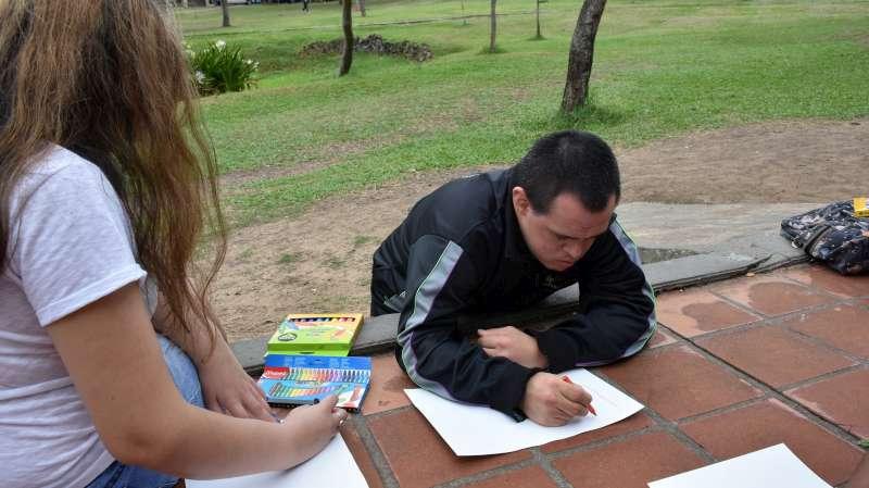 Actividad artística inclusiva en el parque Cambá Cuá