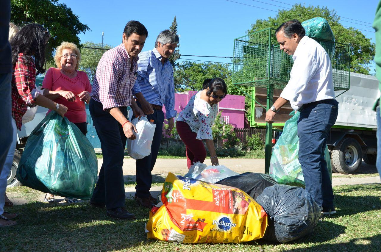 Comenzó la recolección diferenciada de residuos en el Juan de Vera con gran participación vecinal