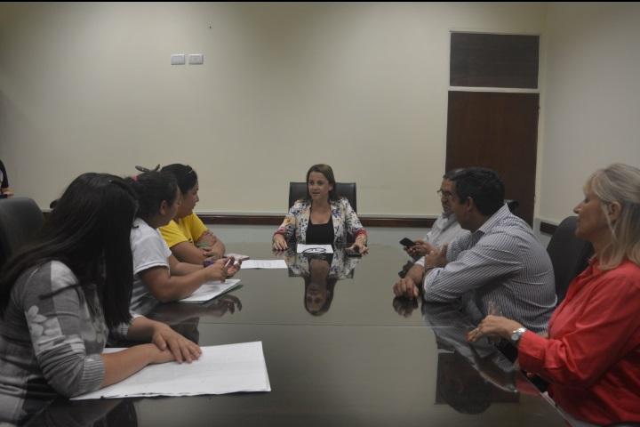 La ministra de Educación recibió petitorio de Movimientos Sociales