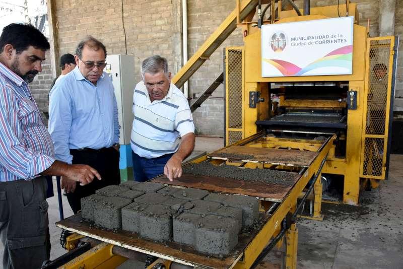 La fábrica municipal de adoquines ya produjo sus primeras mil unidades