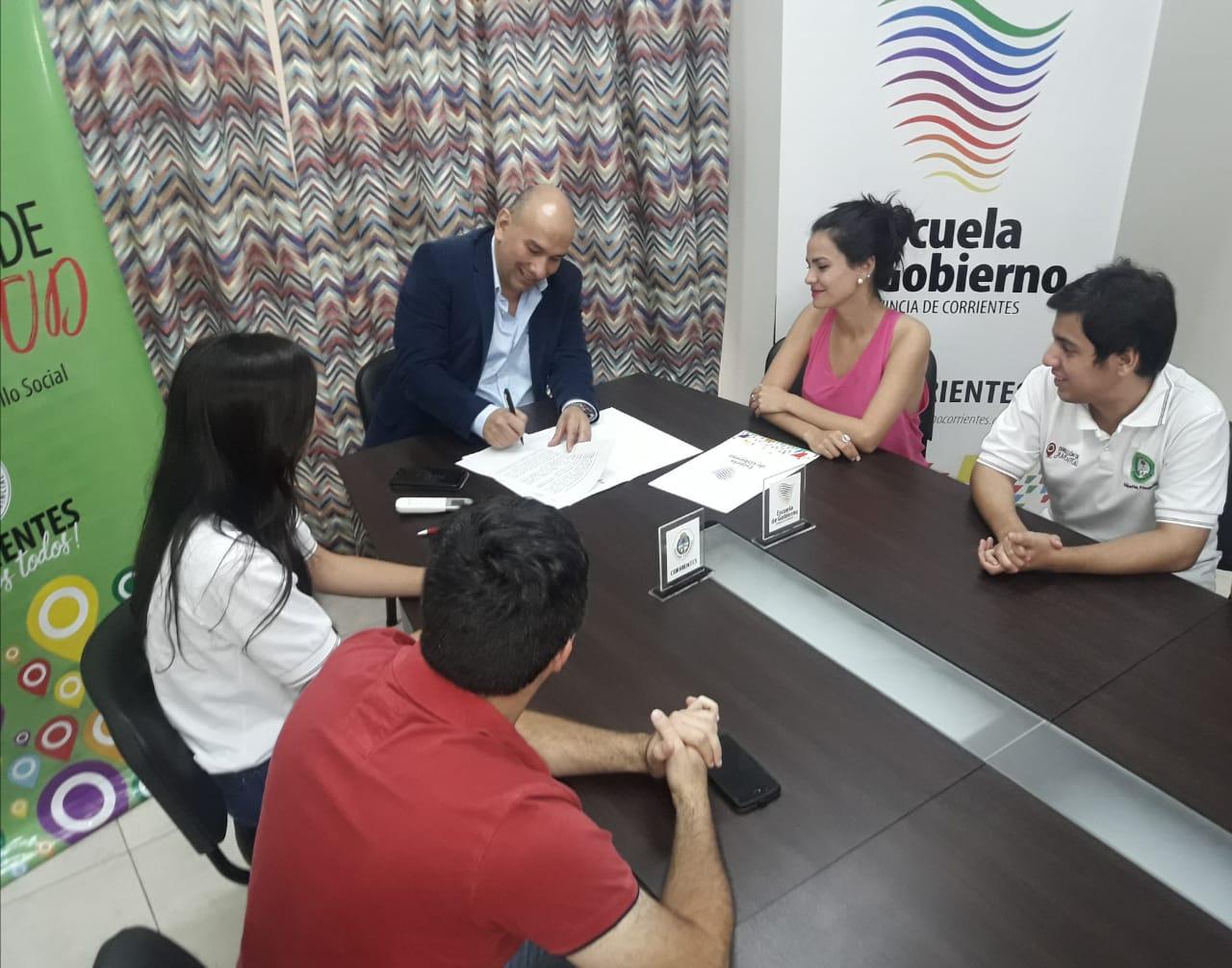 Desarrollo Social firmó un convenio con la Escuela de Gobierno