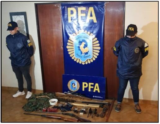 En el allanamiento se encontraron armas y material del movimiento.
