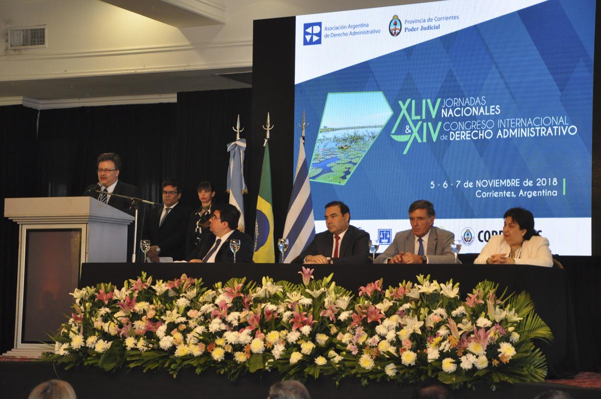 El Gobernador Valdés participó de la apertura del Congreso de Derecho Administrativo que se desarrolla en Corrientes