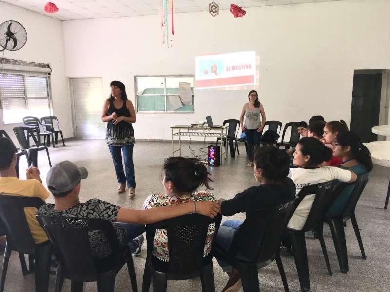 """Taller sobre Bullying y Grooming para alumnos de la Escuela de Familia Agricola """"Tupá Rembiampo"""""""