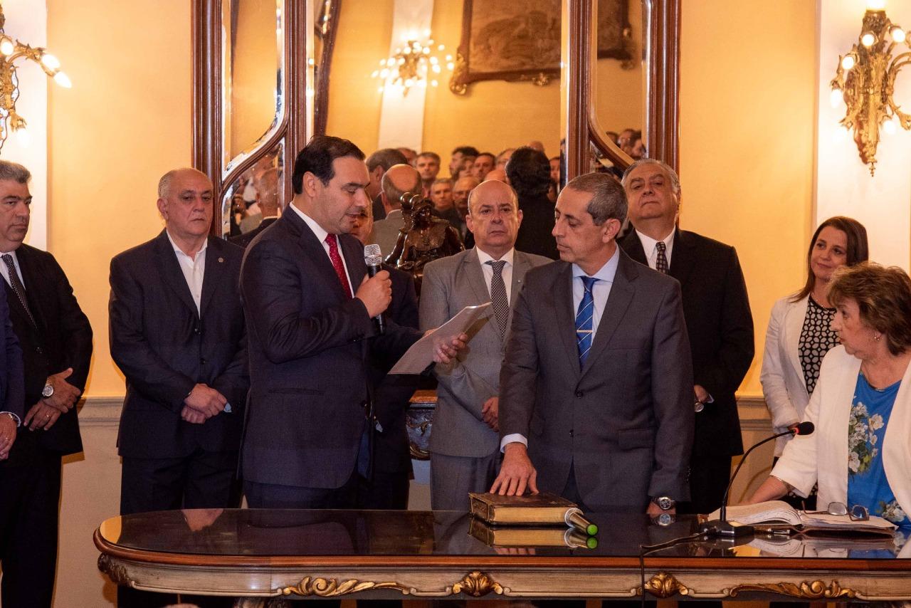 """Valdés tomó juramento al nuevo Ministro de Hacienda y garantizó  continuidad de la """"previsibilidad"""" y una gestión """"más ágil"""""""