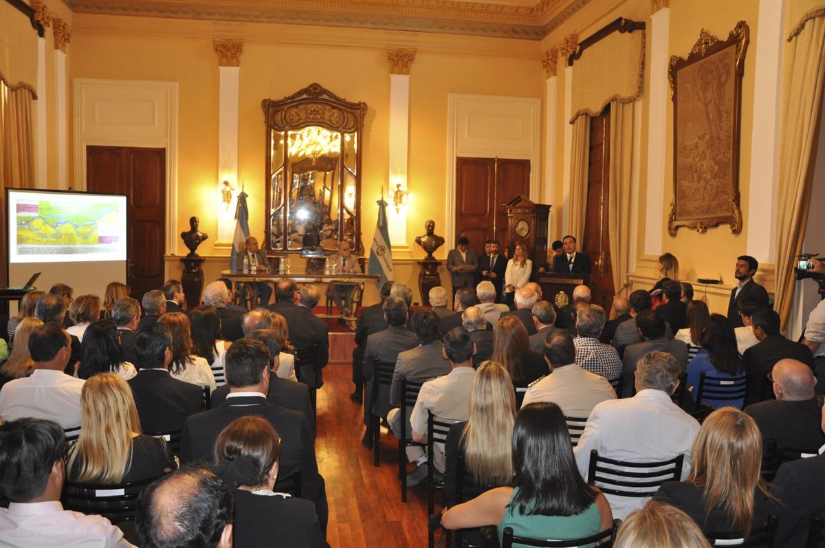 Firme reclamo soberano del gobernador Valdés ante el Canciller argentino por la isla Apipé