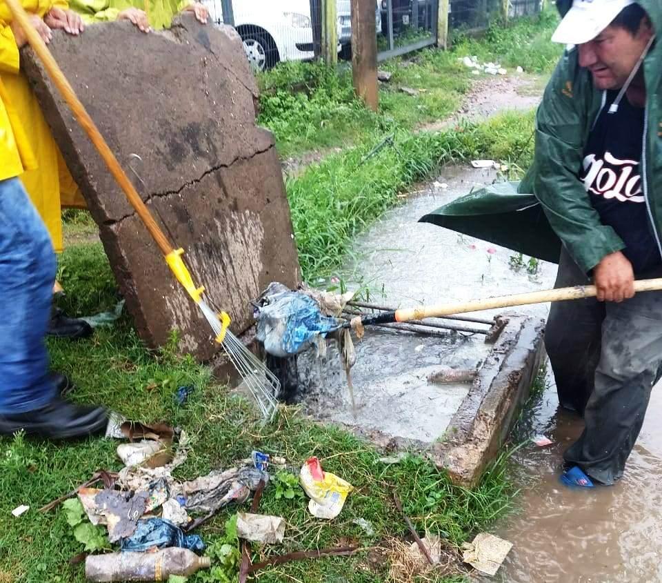 La Municipalidad refuerza tareas de limpieza y desobstrucción de desagües en diferentes barrios