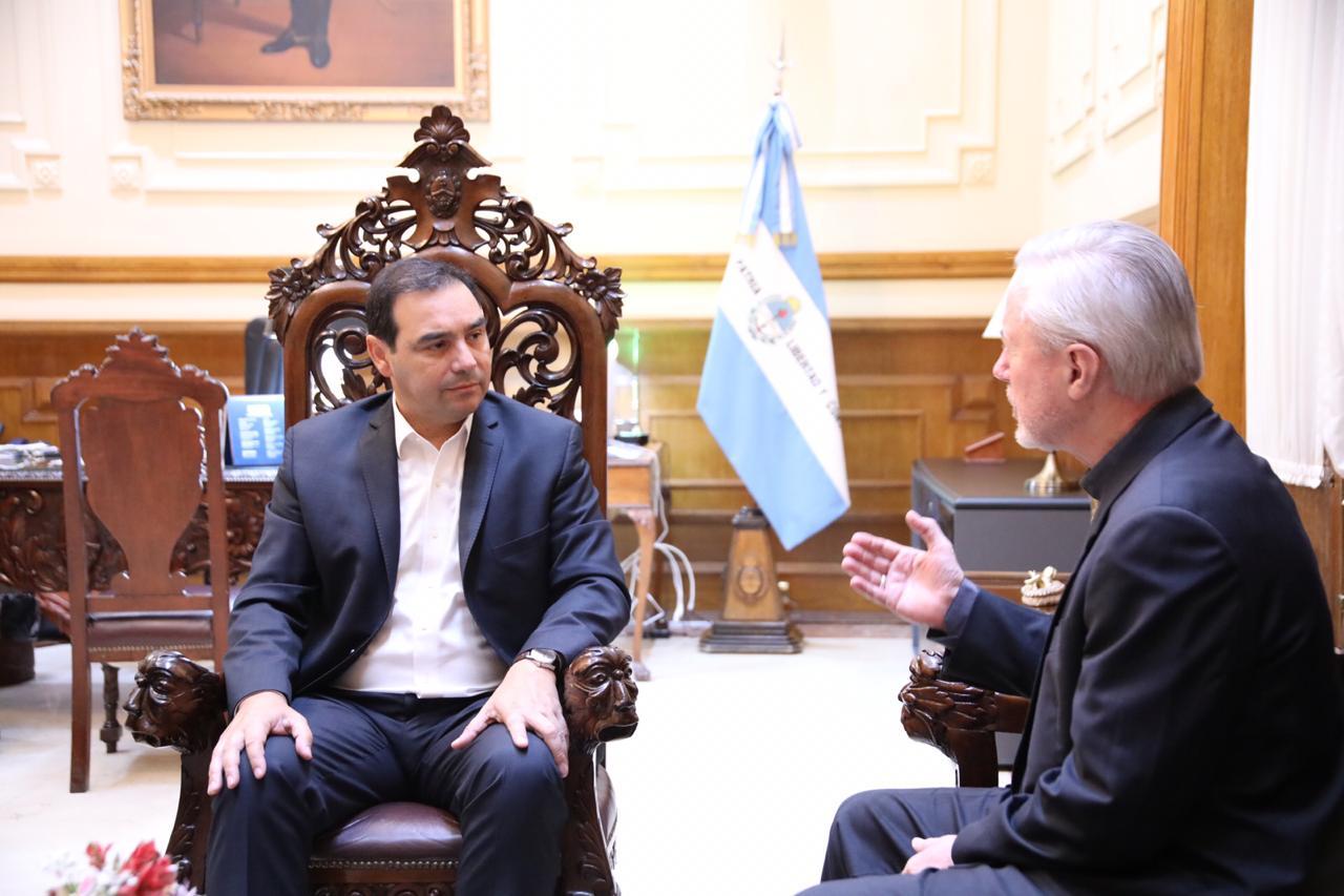 El Gobernador Valdés recibió la visita de monseñor Andrés Stanovnik, en la antesala de las Fiestas