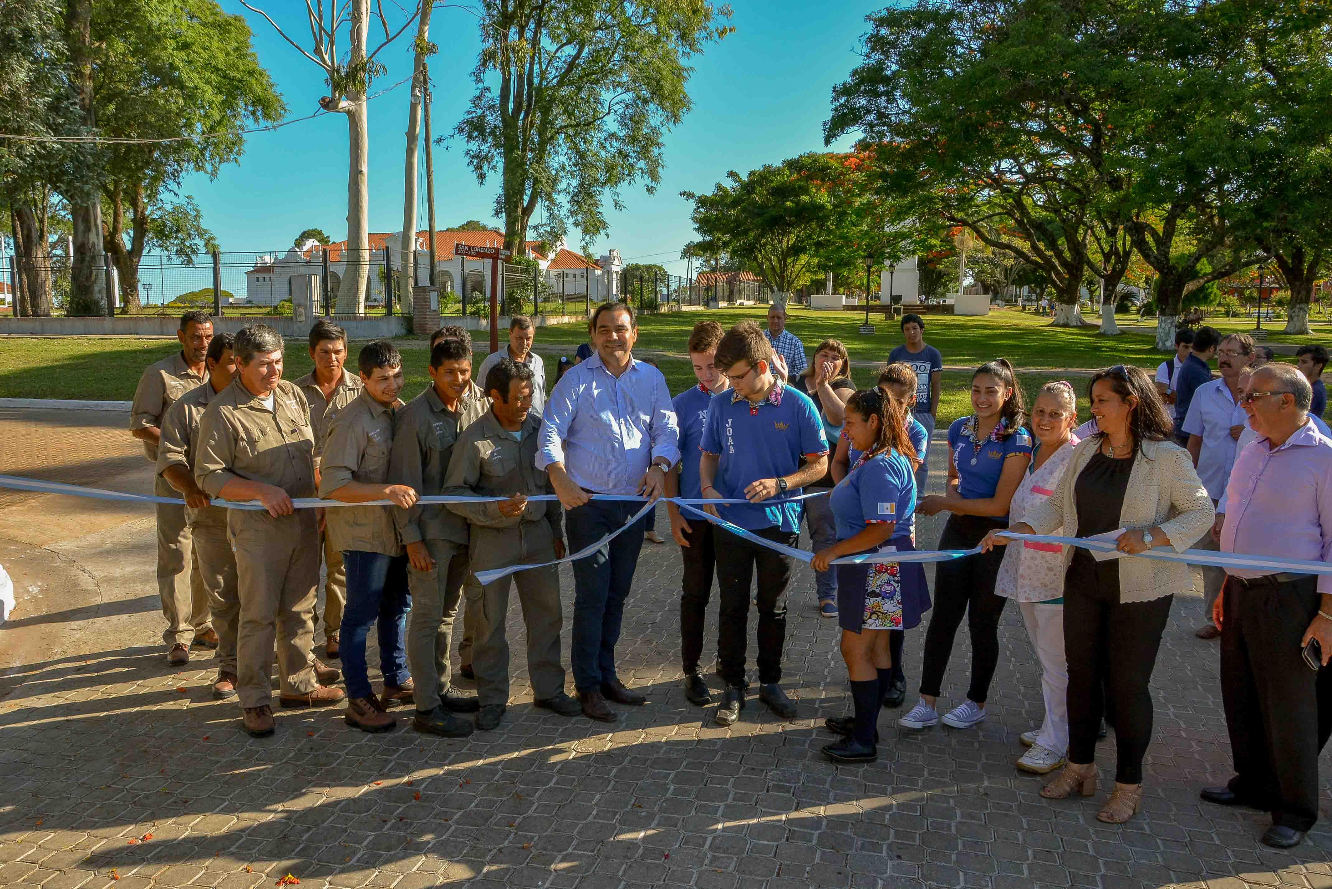 El Gobernador inauguró obras y anunció múltiples infraestructuras «para honrar al Padre de la Patria»