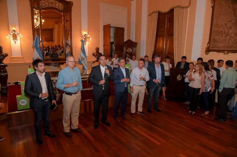 El gobernador Gustavo Valdés brindó con el personal de gobernación en vísperas de las fiestas de fin de año