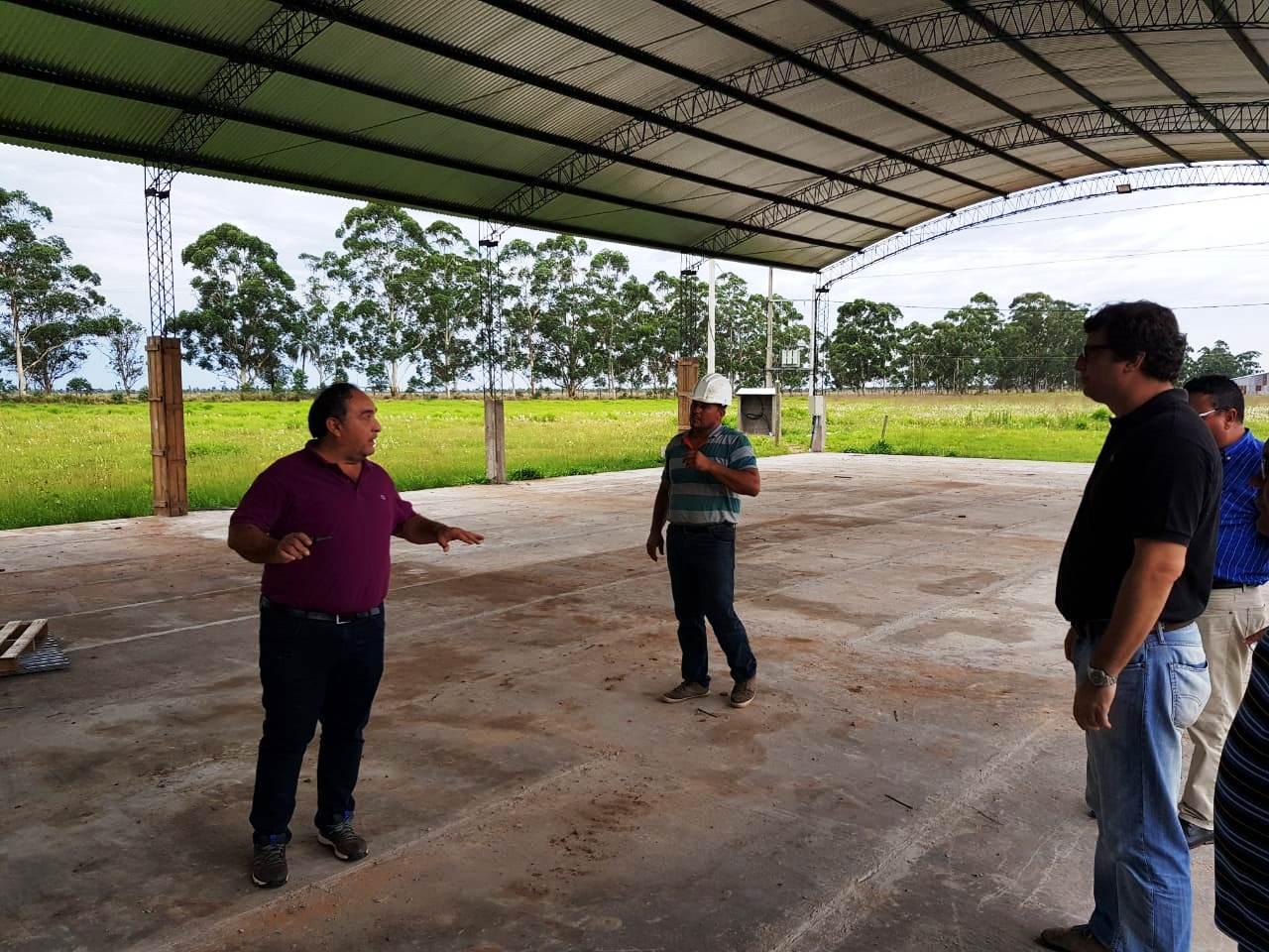 Schiavi recorrió el parque forestoindustrial Santa Rosa y se reunió con empresarios